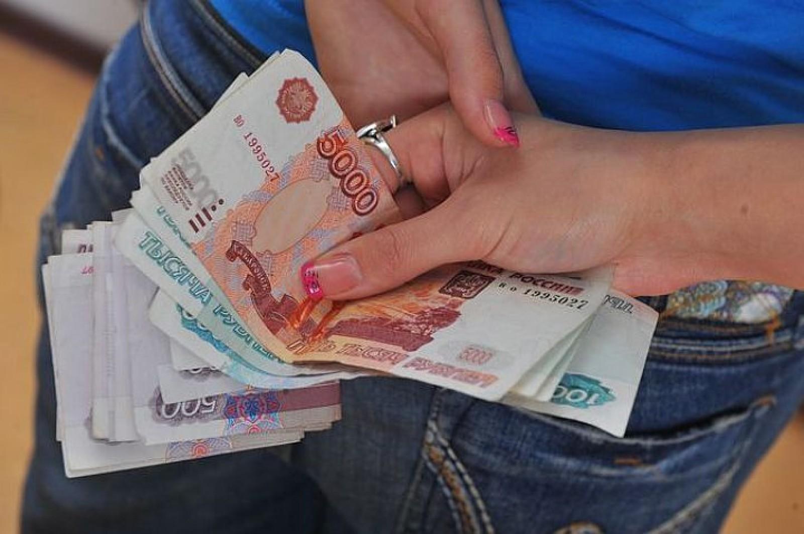 Продают жен за деньги, В русском порно муж продал свою жену за бабло 2 фотография